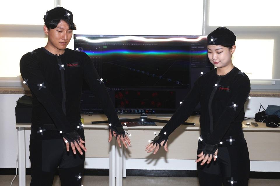 광운대 소프트웨어융합대학 학생들의 모션캡쳐 프로그램 활용 장면.[사진=광운대 제공]