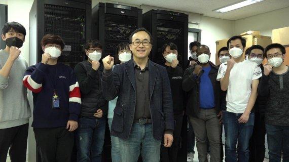 김영한 교수와 연구실 학생들